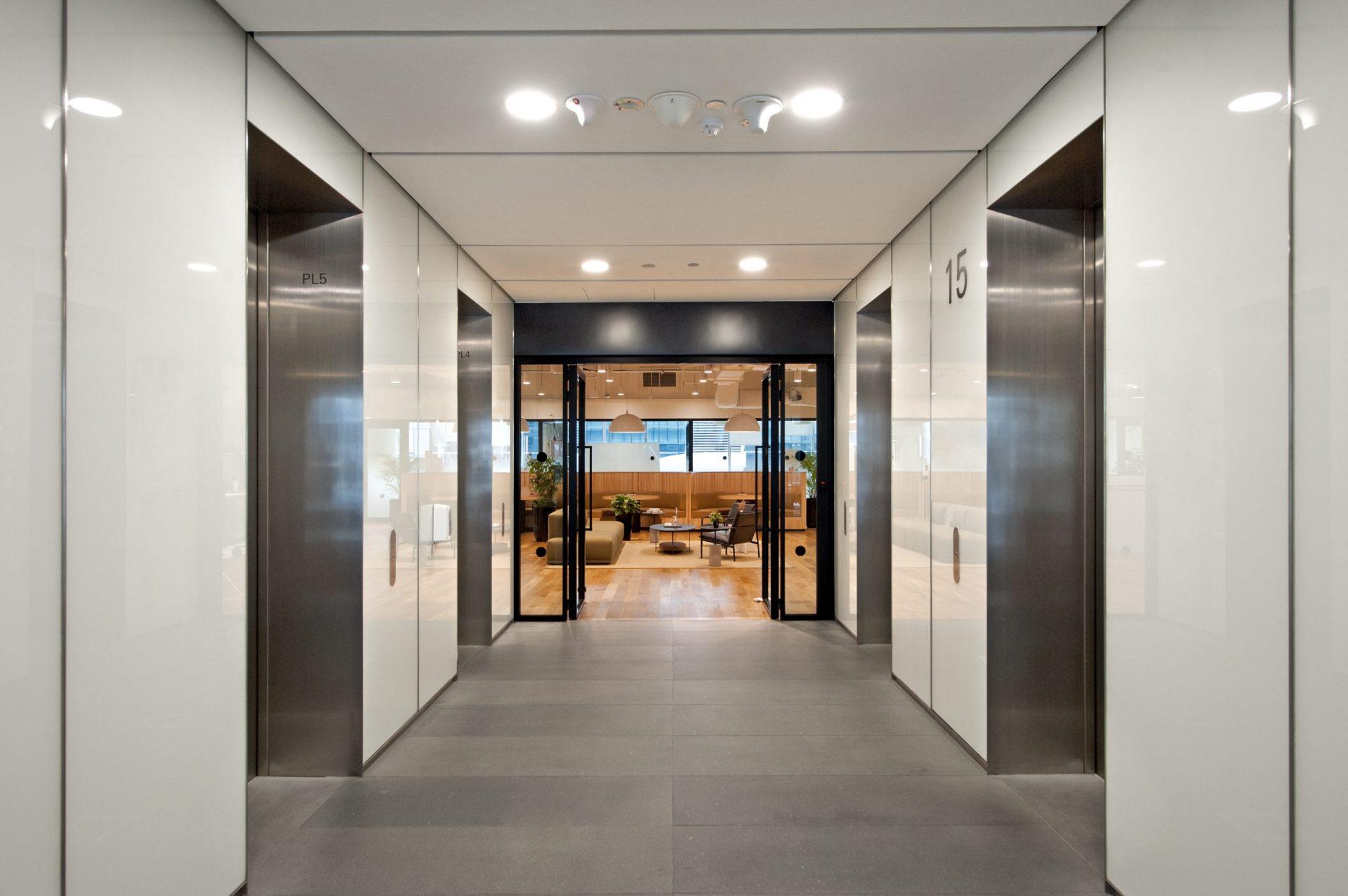 Sun Venture 71 Robinson - Lift Access